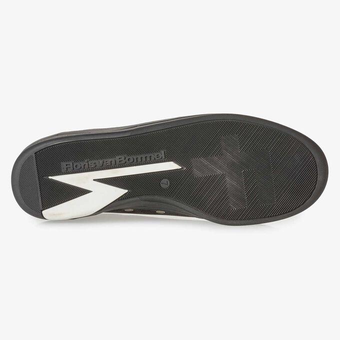 Schwarzer Nubukleder-Sneaker mit Print