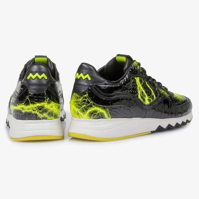 Schwarzer Lackleder-Sneaker mit gelbem Print