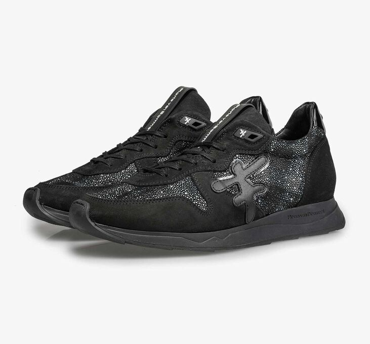 Black leather sneaker with runner's sole