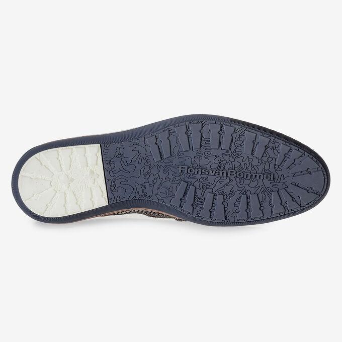 Grauer Schnürschuh mit braunem Print