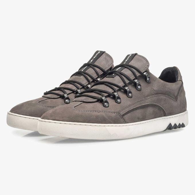 Sneaker mit Hiking- Boot-Schnürung und Metallösen