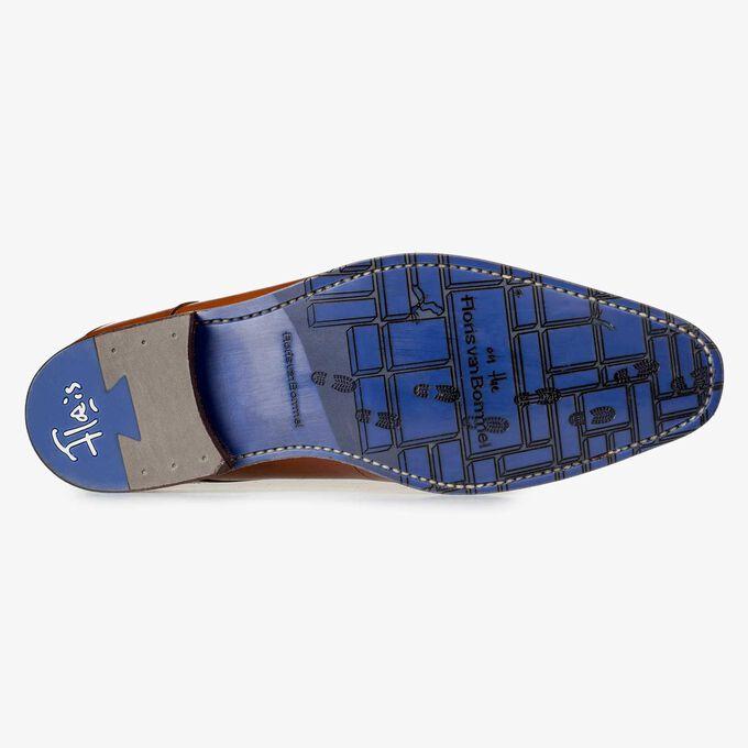 Cognacfarbener Schnürschuh mit Laserprint