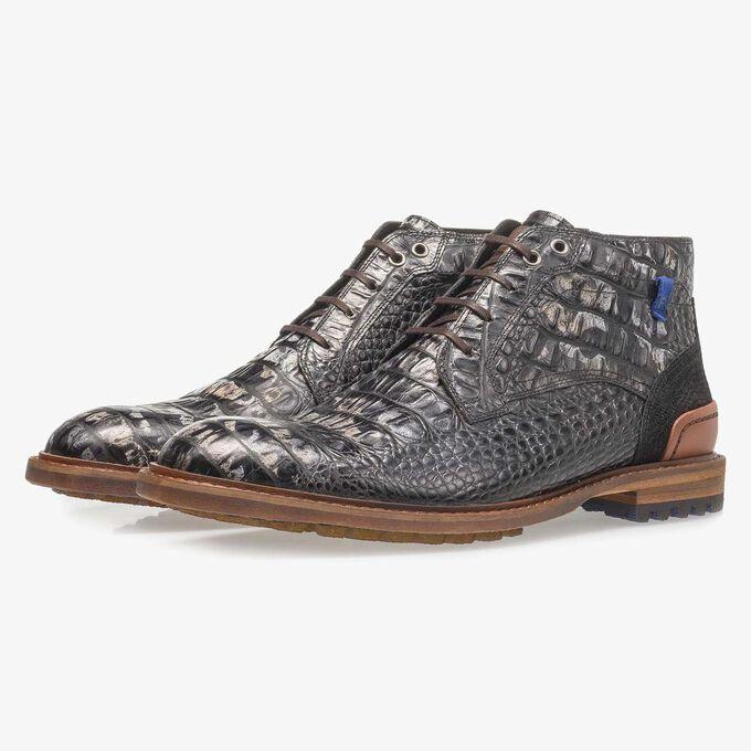 Schwarzer Leder-Schnürstiefel mit Krokoprint
