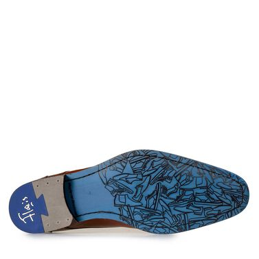Leather lace shoe with cloud pattern