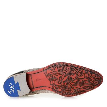 Leather lace shoe with red sole