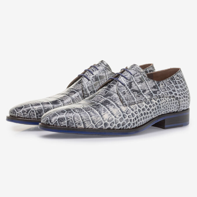 Grey lace shoe with croco print