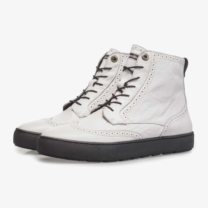 White mid-high sneaker with structured leather