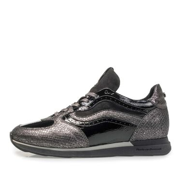 Leather sneaker with running sole