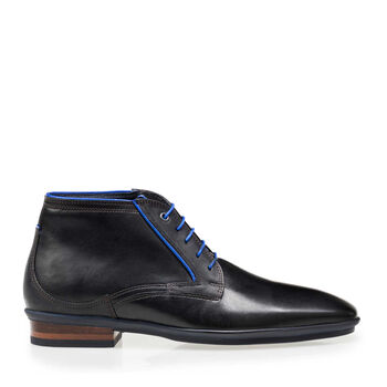 Lace boot calf leather black