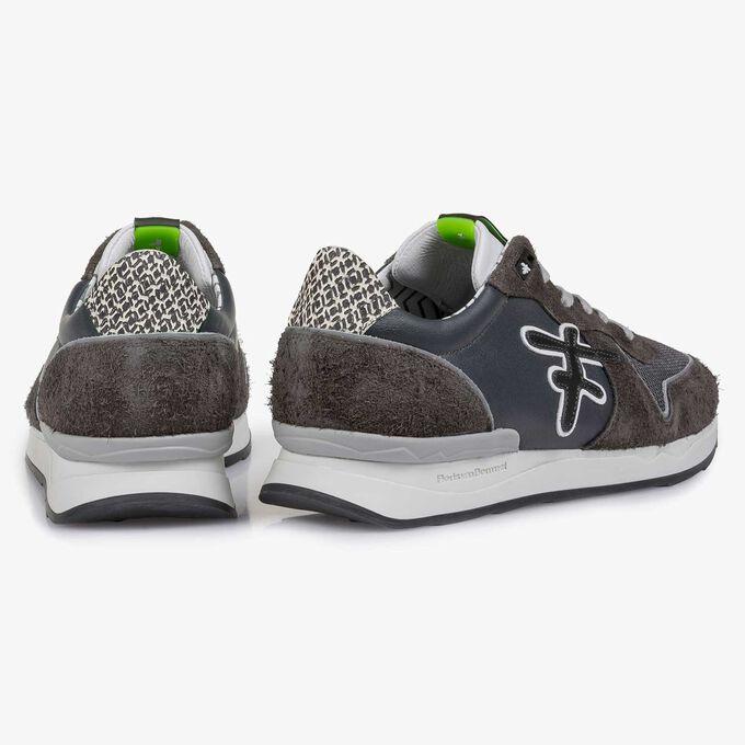 Dunkelgrauer Kalbsleder-Sneaker