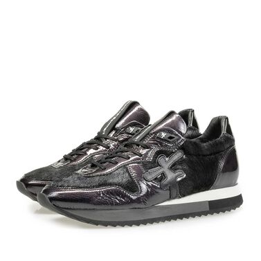 Leather sneaker with runner's sole