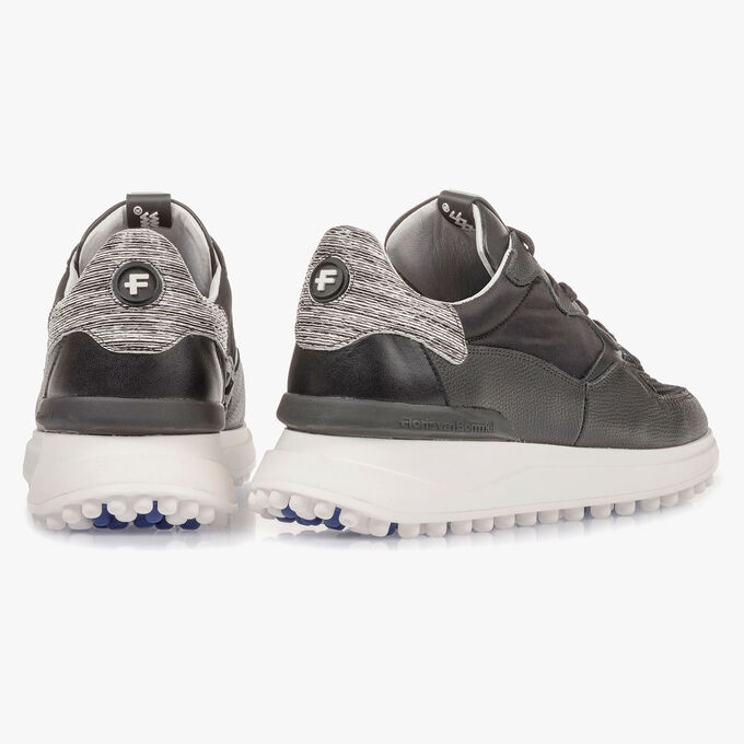 Schwarzer Leder-Sneaker mit Print