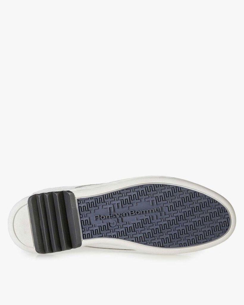 Weißer Nubukleder-Schnürschuh mit feinem Strukturmuster