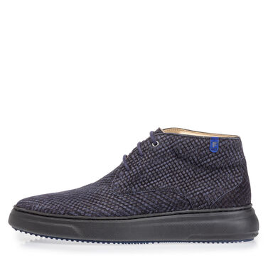 Casual mid-high lace shoe