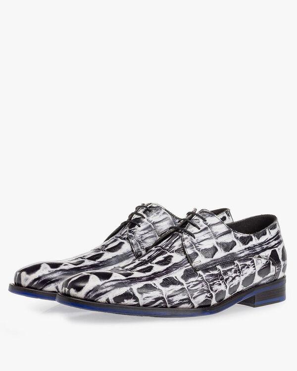 Schnürschuh Krokoprint schwarz-weiß