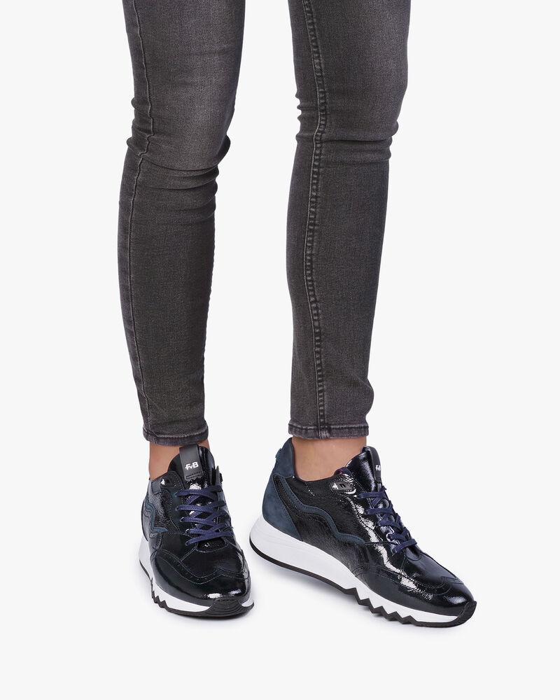 Blauer Lackleder-Sneaker