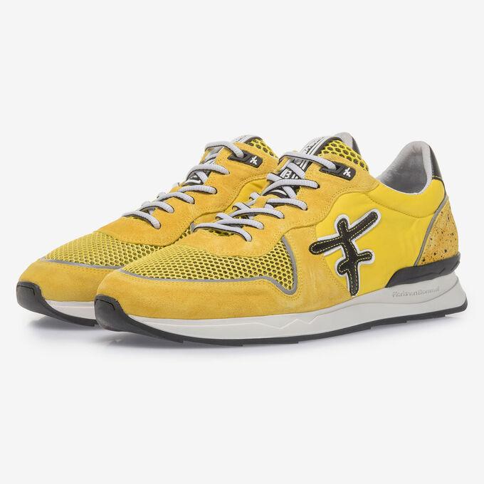 Gelber Wildleder-Sneaker