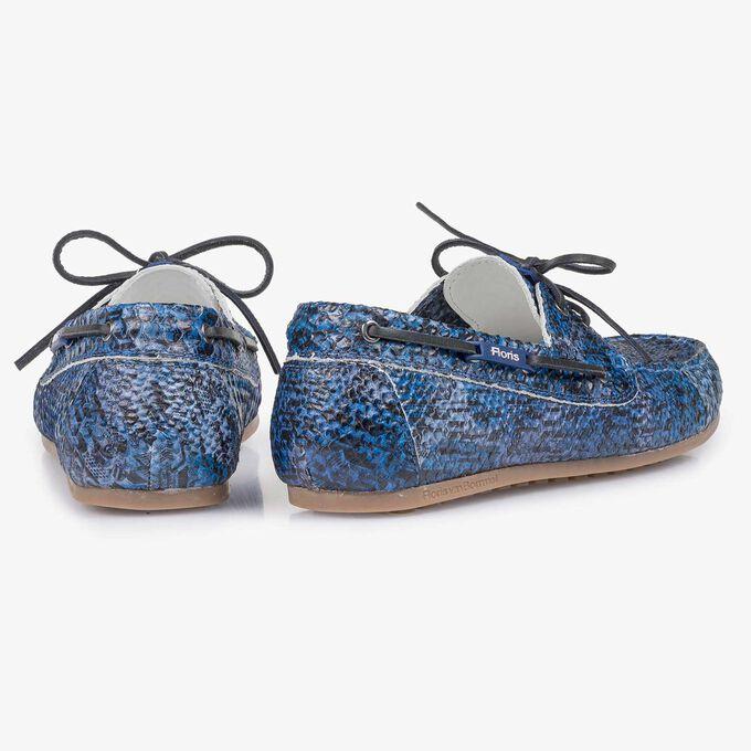 Blauer Kalbsleder-Segelschuh mit Schlangenprint