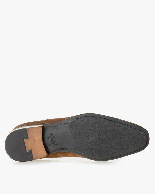 Mid-brown suede leather lace shoe