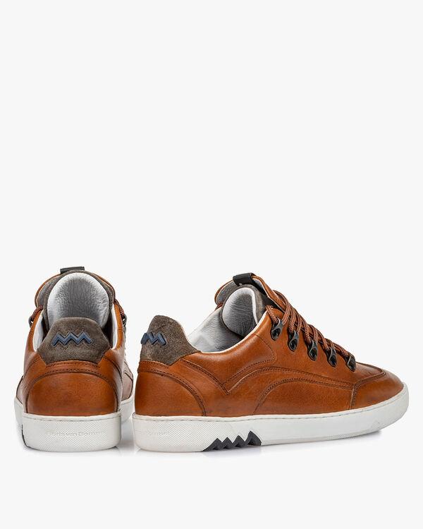 Hiking sneaker leather cognac
