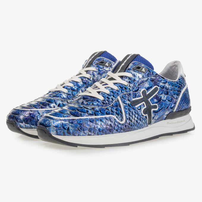 Blauer Lackleder-Sneaker mit Schlangenprint