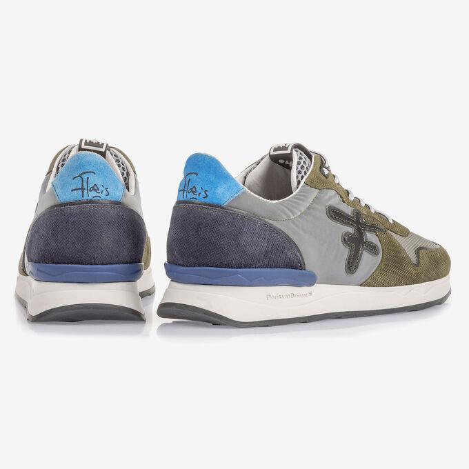 Olivgrüner Wildleder-Sneaker mit Print