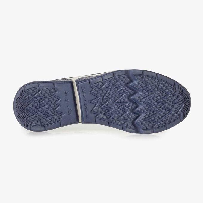 Blauer Wildleder-Sneaker mit Schlangenprint