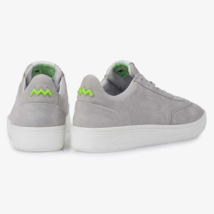 Hellgrauer Nubukleder-Sneaker