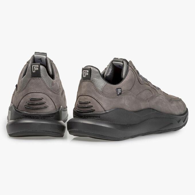 Dunkelgrauer Nubukleder-Sneaker