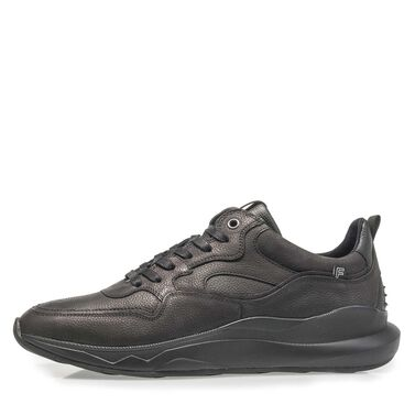 Leather sneaker with trendy sole