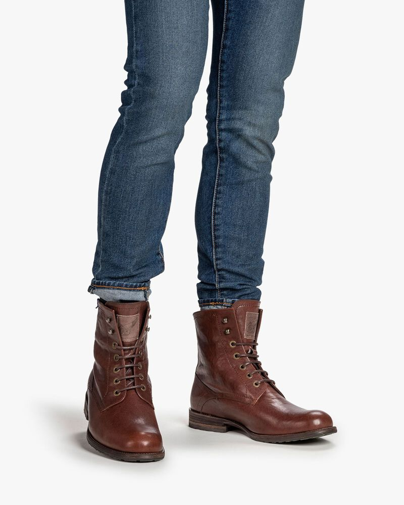 Lambskin lined lace boot cognac