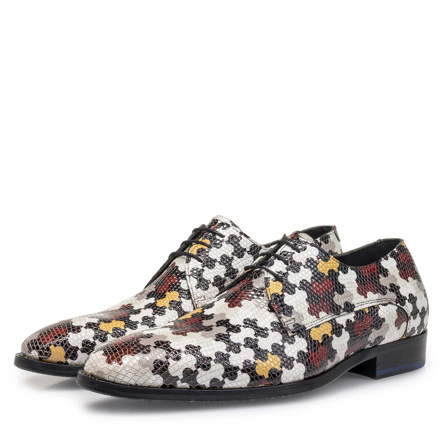18095/02 - White calf leather lace shoe with multi-coloured print