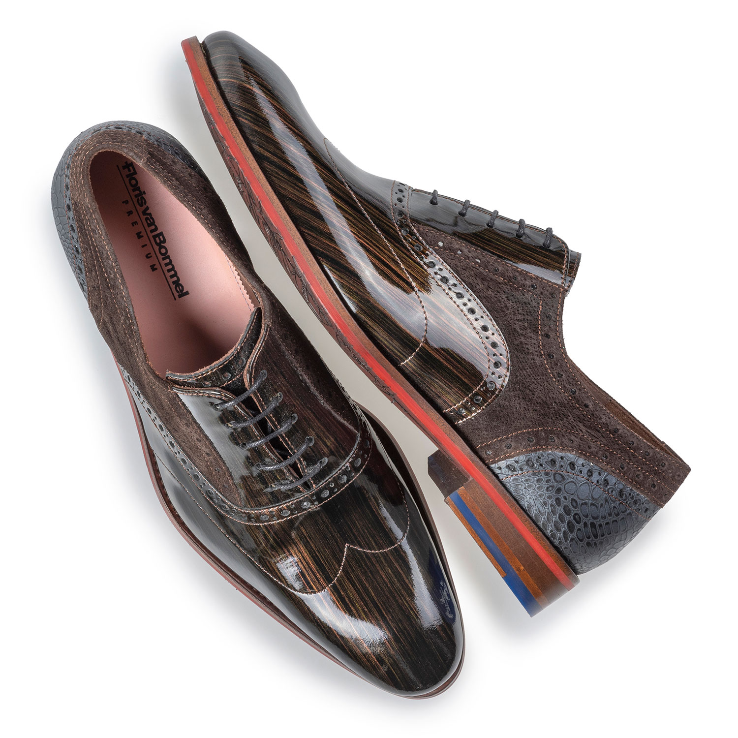 19124/03 - Brogue bronze patent leather