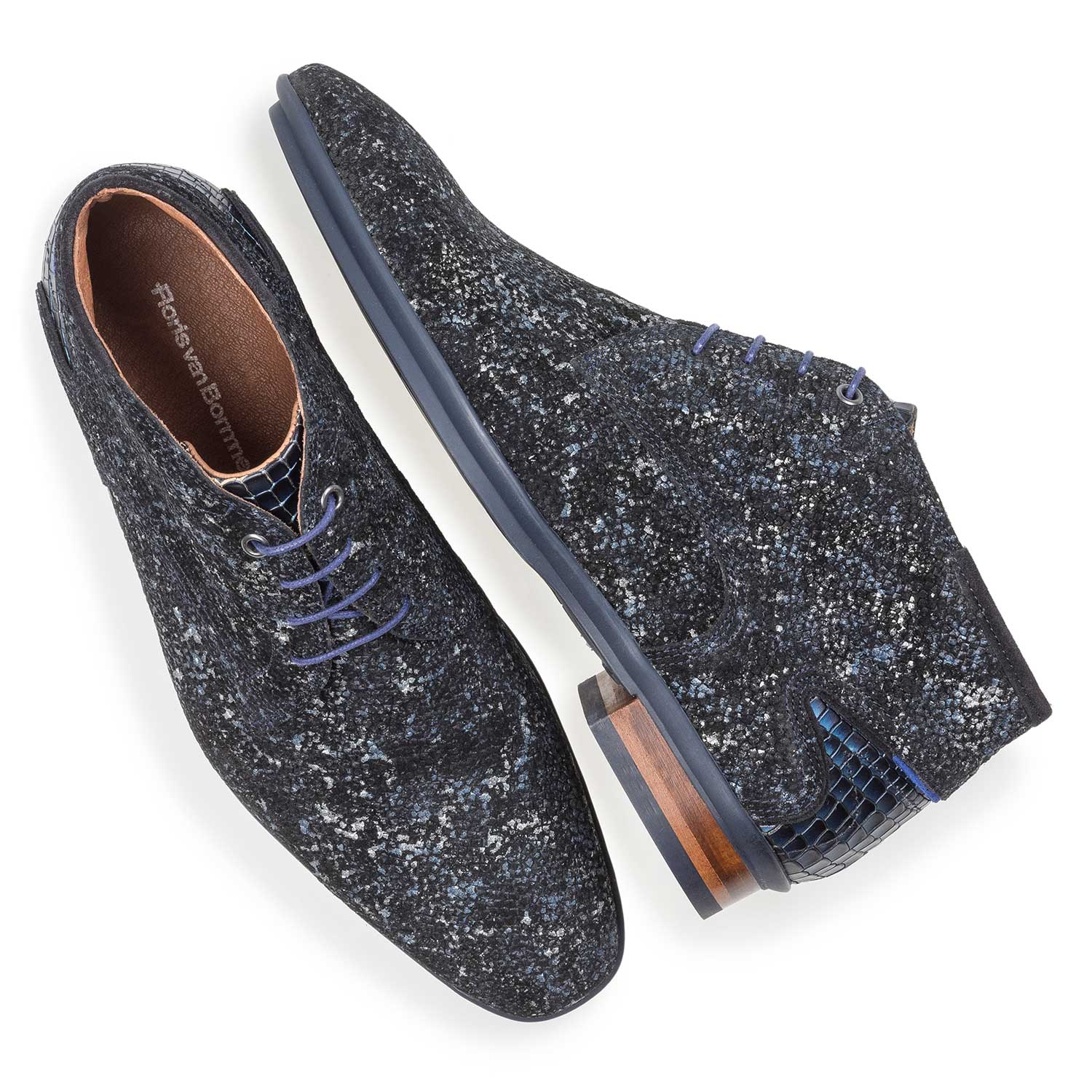 10131/23 - Dark blue leather lace shoe with an organic texture