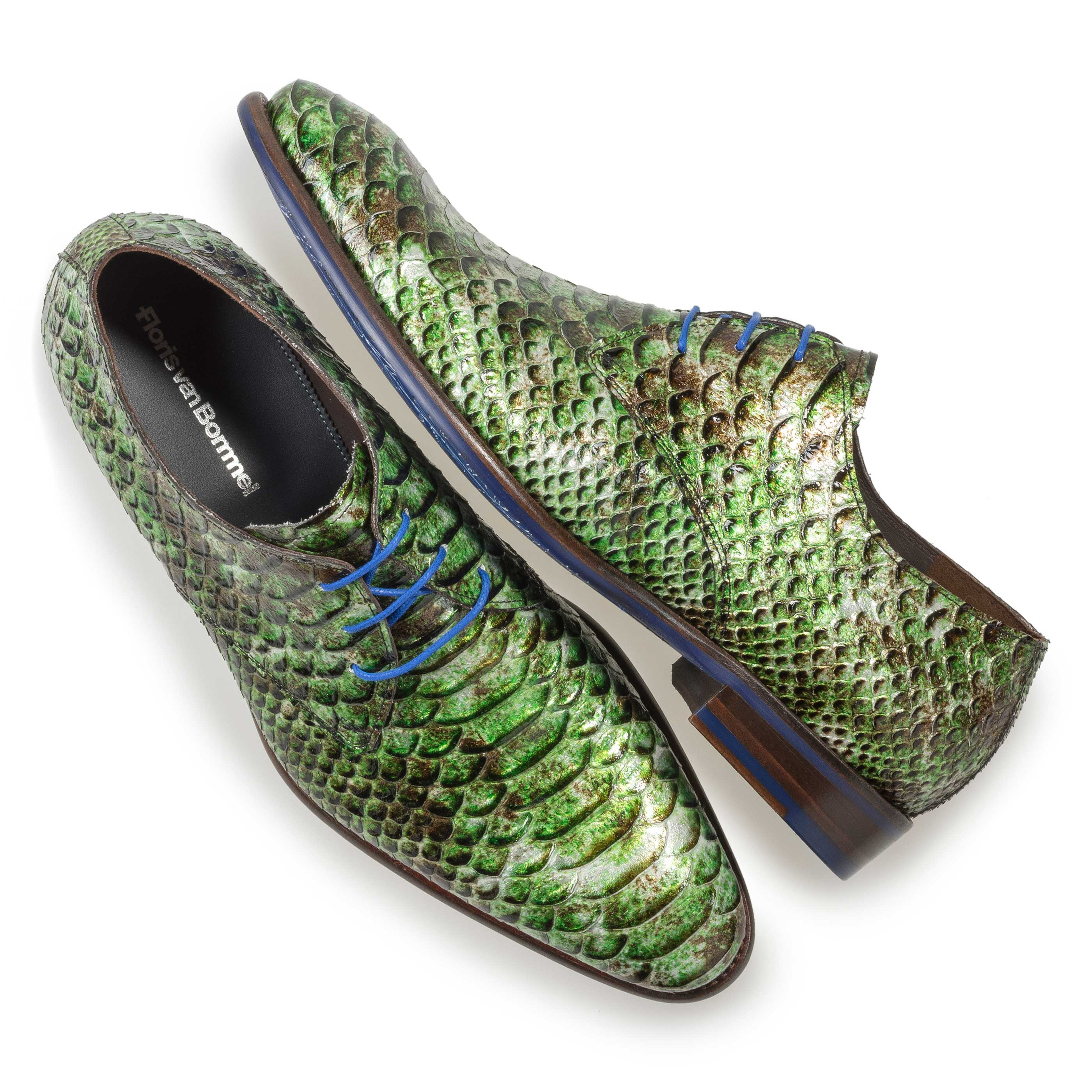 18121/01 - Green patent leather snake print lace shoe