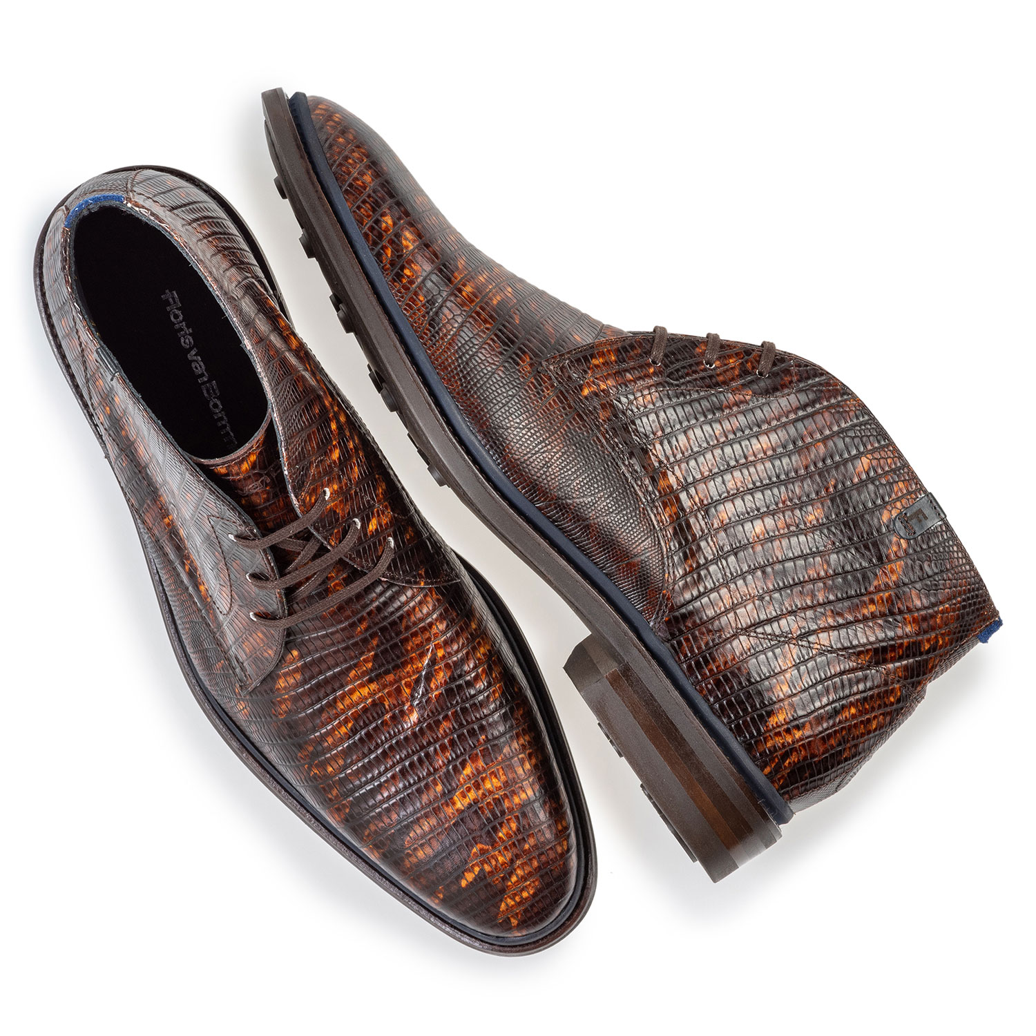 10667/08 - Lace boot lizard print cognac